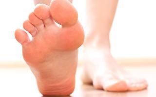 足病医学专家表示,脚本身不会臭,皮肤上的细菌才是造成脚臭的真因。(Fotolia)
