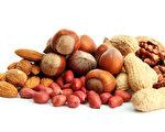 坚果中含有可以提高胆固醇水平的健康脂肪。(Fotolia)