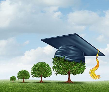 印度恰蒂斯加爾邦一所小學讓家長以種樹取代繳納學費,以便讓家境困難的孩子也能上學,就像小樹一樣成長茁壯。(Fotolia)
