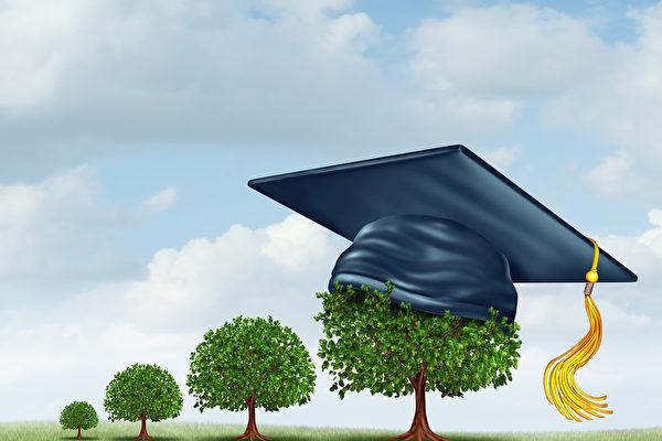 印度恰蒂斯加尔邦一所小学让家长以种树取代缴纳学费,以便让家境困难的孩子也能上学,就像小树一样成长茁壮。(Fotolia)