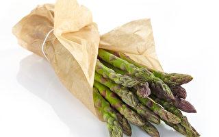 由於蘆筍內含蘆筍酸,經消化代謝後會產生有異味的含硫物質,所以吃完蘆筍後尿液會有怪味。(Fotolia)