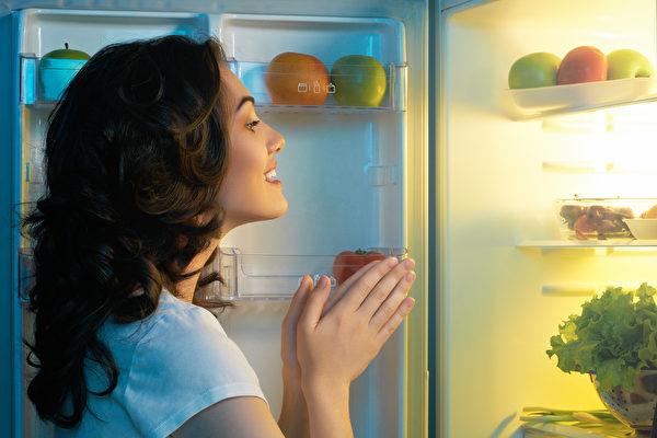 在冰箱放这个小东西 可延长蔬果保存时间
