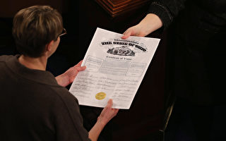 美國選舉人團538名成員今天在各州首府集會,正式選出美國總統歐巴馬的繼任者。圖為2013年1月4日,國會公告歐巴馬當選總統。( Chip Somodevilla/Getty Images)