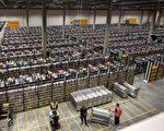 川普日前再次表示,将对迁往国外发展的美国企业征收35%的关税。周一(5日),几位国会共和党领袖和资深议员反对这种提议。图:法国一家进口商的存货仓库。 (CHARLET/AFP/Getty Images)