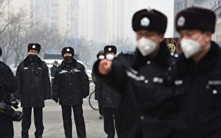 Police wear masks as they stand guard outside the  No. 2 Intermediate People's Court where human rights lawyer Pu Zhiqiang was being sentenced in Beijing on December 22, 2015. Pu, one of China's most celebrated human rights lawyers was handed a suspended three-year prison sentence on December 22, state broadcaster CCTV said, after posting comments critical of the ruling Communist Party. AFP PHOTO / GREG BAKER / AFP / GREG BAKER        (Photo credit should read GREG BAKER/AFP/Getty Images)