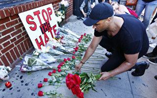 6月12日奥兰多夜店发生恐怖袭击案当天,纽约市民祭奠遇难者。(Monika Graff/Getty Images)