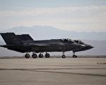 美国总统当选人川普(特朗普)批评洛克希德马丁公司制造的F-35型战机太贵,美国海军也对这款第5代战机反应冷淡。图为F-35。(DAVID MCNEW/AFP/Getty Images)