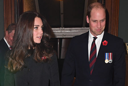LONDON, ENGLAND - NOVEMBER 12: Prince William, Duke of Cambridge and Catherine, Duchess of Cambridge attend the annual Royal Festival of Remembrance at the Royal Albert Hall on November 12, 2016 in London, England. (Photo by Victoria Jones-WPA Pool/Getty Images)