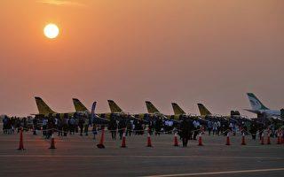 伊朗官員表示,2016年12月11日與美國波音公司簽下的80架客機的合同,只需付半價就能拿到飛機。圖為2016年11月16日伊朗的一個航空站上出現的L-39信天翁噴氣飛機。(ATTA KENARE/AFP/Getty Images)