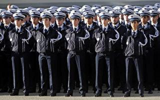图为2016年11月25日,法国南部警察学校毕业的警察学生。(JEAN-PAUL PELISSIER/AFP/Getty Images)