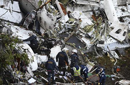 巴西足球队搭乘的包机坠毁在哥伦比亚,造成71人遇难。(RAUL ARBOLEDA/AFP/Getty Images)