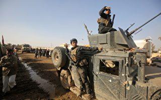美国国防部长卡特于2016年12月3日表示,既使盟军即将把IS赶出伊拉克,但是还会持续驻军协助伊拉克。本图为受盟军支持的什叶派部队,于3日进入摩苏尔村庄。(AHMAD AL-RUBAYE/AFP/Getty Images)