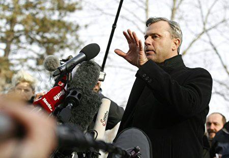 奥地利右翼政党自由党候选人霍费尔(Norbert Hofer)4日承认在总统大选中落败。(ERWIN SCHERIAU/AFP/Getty Images)