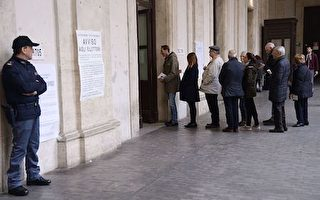 People queue to vote during a referendum on constitutional reforms, on December 4, 2016 outside a polling station in Rome. Italians began voting today in a constitutional referendum on which reformist Prime Minister Matteo Renzi has staked his future.  Under Renzi's proposed reform, a body of 315 directly-elected and five lifetime lawmakers will become one with only 100 members, mostly nominated by the regions. The body would also be stripped of most of its powers to block and revise legislation, and to unseat governments. / AFP / Filippo MONTEFORTE        (Photo credit should read FILIPPO MONTEFORTE/AFP/Getty Images)