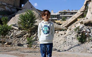 阿拉贝的推特账号曾上传阿勒坡惨遭战火摧毁的照片,内容包括瓦砾散落的街道。(THAER MOHAMMED/AFP/Getty Images)