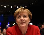 12月6日在德国基督教民主联盟大会中,德国总理默克尔明确表示,德国应禁止穿戴面纱或罩袍的做法。 (TOBIAS SCHWARZ/AFP/Getty Images)