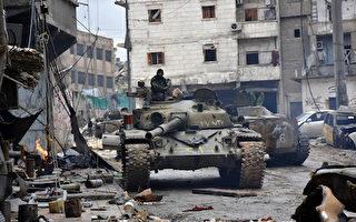 """知名军事理论专家罗伯特.法利(Robert Farley)近日在《国家利益》双月刊撰文指,2017年5个地区或领域将成为潜在的""""火药桶"""",其中包括叙利亚。图为12月14日,叙利亚亲政府军在阿勒颇军事行动中向前推进。(GEORGE OURFALIAN/AFP/Getty Images)"""