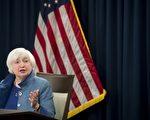 12月14日,美联储终于升息,不但升息,还释放了明年加速升息的信号,这让衡量美元对其他主要货币汇率的美元指数飙升至14年新高。 (SAUL LOEB/AFP/Getty Images)