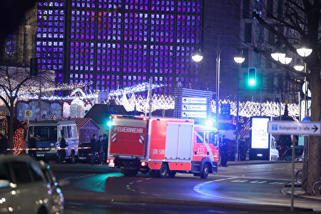 BERLIN, GERMANY - DECEMBER 19: Rescue workers arrive to the area after a lorry truck ploughed through a Christmas market on December 19, 2016 in Berlin, Germany. Several people have died while dozens have been injured as police investigate the attack at a market outside the Kaiser Wilhelm Memorial Church on the Kurfuerstendamm and whether it is linked to a terrorist plot. (Photo by Sean Gallup/Getty Images)
