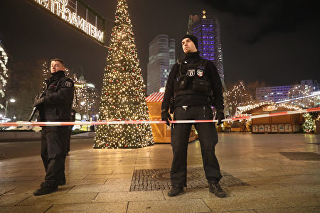 BERLIN, GERMANY - DECEMBER 19: Police stand at the area after a lorry truck ploughed through a Christmas market on December 19, 2016 in Berlin, Germany. Several people have died while dozens have been injured as police investigate the attack at a market outside the Kaiser Wilhelm Memorial Church on the Kurfuerstendamm and whether it is linked to a terrorist plot. (Photo by Sean Gallup/Getty Images)