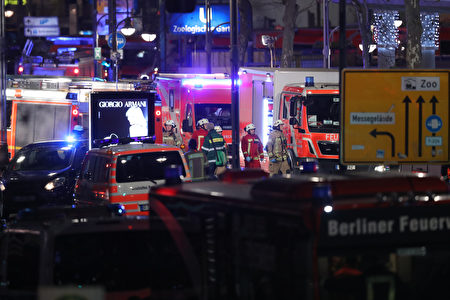 BERLIN, GERMANY - DECEMBER 19: Rescue workers tend to the area after a lorry truck ploughed through a Christmas market on December 19, 2016 in Berlin, Germany. Several people have died while dozens have been injured as police investigate the attack at a market outside the Kaiser Wilhelm Memorial Church on the Kurfuerstendamm and whether it is linked to a terrorist plot. (Photo by Sean Gallup/Getty Images)