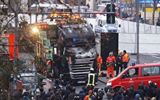 IS声称实施了柏林卡车恐袭。图为袭击发生后,安全人员和救援人员抵达现场。(Michele Tantussi/Getty Images)