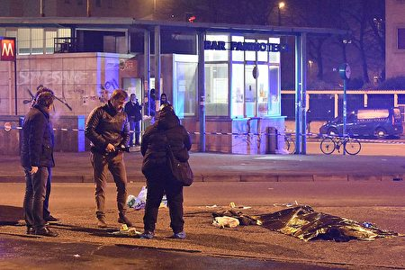 柏林恐襲案 主嫌與警方交火遭擊斃 | 柏林卡車恐襲案 | 柏林聖誕市場 | 阿姆里