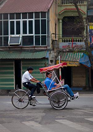 越南河内街头的人力三轮车。(Eric Lafforgue/Getty Images)