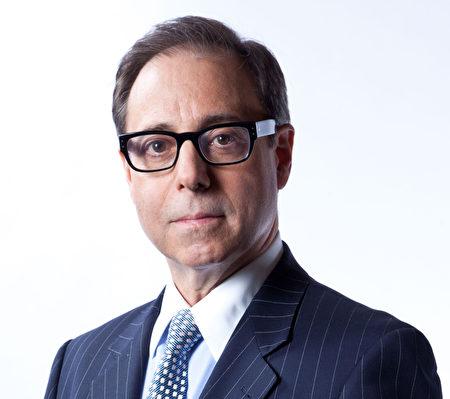 强纳森•莱特(Jonathan C. Reiter)律师,曾成功为医疗事故受害人索赔2,290万,该案被ALM Verdict Search 列入2014年美国前十大医疗事故赔偿案之一。(Jonathan C. Reiter Law Firm提供)
