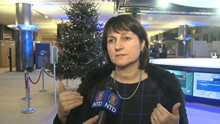 捷克的欧洲议会议员守伊德瓦接受媒体采访。(新唐人)