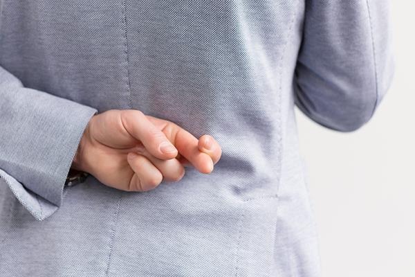 近期研究发现,撒谎可使大脑产生异变,从而刺激它作出一些失实的回馈,对我们自身理解的伤害,可能要比谎言本身更为严重。(Shutterstock)