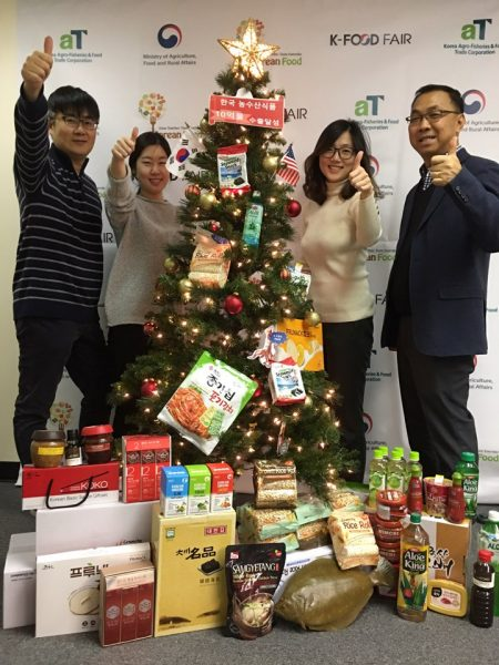 韓國農水產食品流通公社紐約分社(aT)慶祝韓國農水產食品對美出口突破10億美元。 (aT提供)