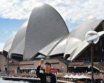 截至今年9月的一年中,外国游客为澳洲经济带来了388亿澳元的收入。 (WILLIAM WEST/AFP/Getty Images)