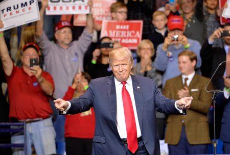 川普胜选后的组阁日程进行到一半,但其部长身价加总已经超过120亿美元。 (Sara D. Davis/Getty Images)