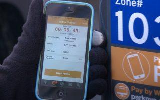 民眾可在手機下載Park Mobile應用軟件,讓停車更方便。 (舒雅/大紀元)
