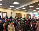 市消防局華裔社區外展專員林遠文30日到聯成公所,宣傳防火安全,解答相關消防疑問,不少民眾參加。 (林遠文提供)