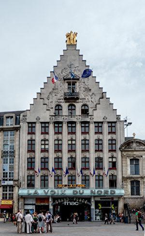 里尔大广场上的北方之声日报大楼(公共领域)