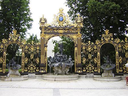 南锡斯坦尼斯拉斯广场上海神喷泉(公共领域)
