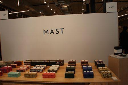 宣揚遵循「bean to bar」的理念,即「從豆到巧克力」的手工製作工序的「MAST」巧克力。