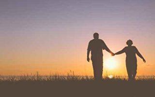 当我们愿意接受父母并不完美的事实,等同于接受自己也不够完美。(fotolia)