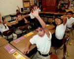 西语裔移民学生在英语学习课堂上。 (Mario Villafuerte/Getty Images)