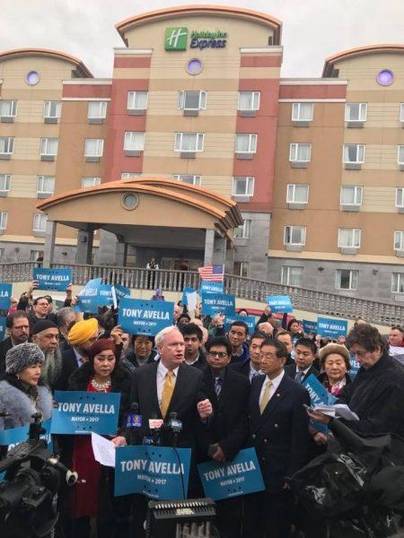纽约州参议员艾维乐(Tony Avella)昨天(12月18日)正式宣布参选纽约市市长。 (陈晓天/大纪元)