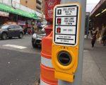 法拉盛缅街夹41路安装了新的人行横道线交通信号灯。 (林丹/大纪元)