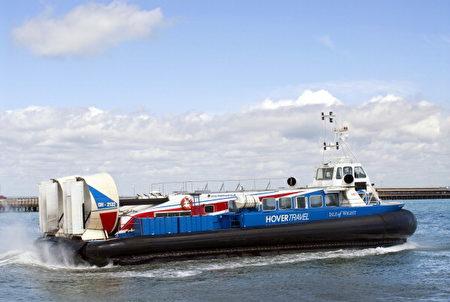 从英国南海前往著名度假胜地怀特岛的气垫船。(Education Images/UIG via Getty Images)