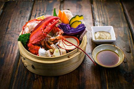 竹笼清蒸龙虾(Bill Xie/大纪元)