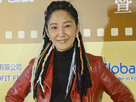 香港艺人雪梨支持呼吁香港康乐及文化事务署邀神韵艺术团来港演出倡议。(宋祥龙/大纪元)