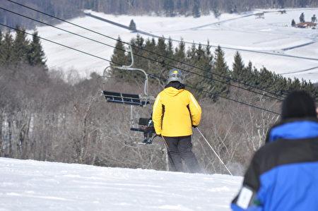 迦南谷渡假村是中大西洋地区最长的高地滑雪(Snow Tubing)场的所在地,拥有多条长1,200英尺的滑道。(迦南谷渡假村提供)