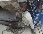 尼日利亚空军17日针对博科圣地(BokoHaram)激进分子的空袭,误炸为协助安置流离失所平民而设立的难民营,造成高达236人丧生。(AFP PHOTO)