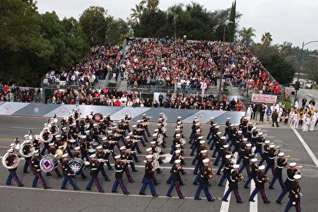 第128届帕萨迪纳(Pasadena)玫瑰花车游行乐仪队。(徐绣惠/大纪元)