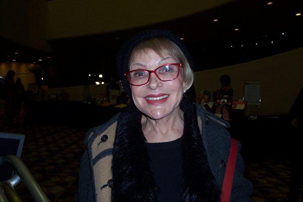 图:子女教育长Marilyn Wolff说她绝不会再错过任何一次神韵演出了。(周容/大纪元)